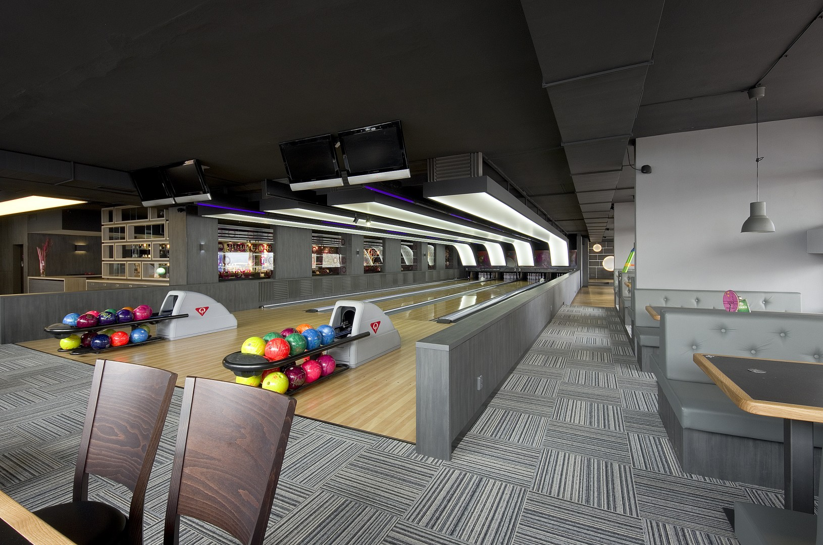 PROOBE BOWLING & BAR